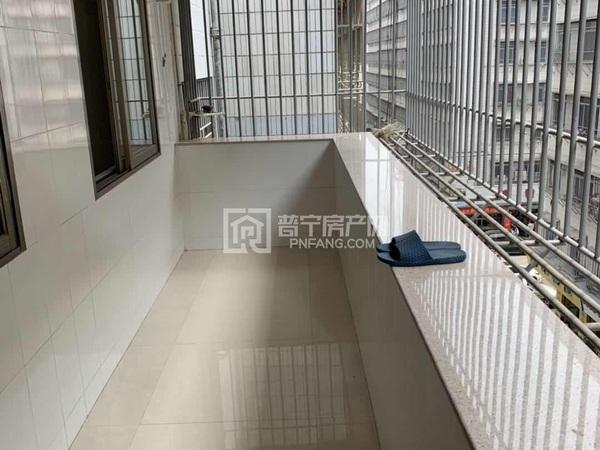 兰花体育西,健康步梯5楼,二房二厅室内清点,带点小家私,周边配套齐全,年租金1万
