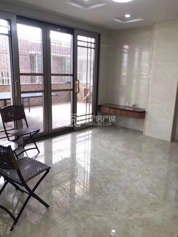 出租:全新电梯出租普宁广场正对面顶楼带露台,2房2厅1卫 露台装修