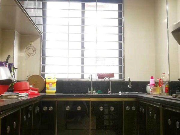 中信华府,195平方4房2厅,国有证可过户,支持二手按揭,包家私家电!