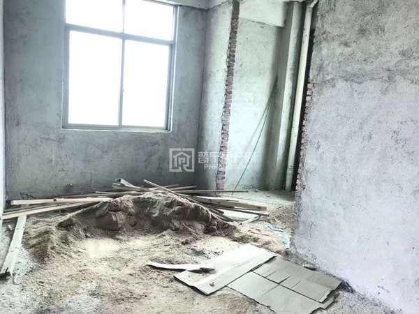 贵政山毛坯房155平大3房2厅 ,坐西向北,现便宜出售,包配套费只要34.8万!