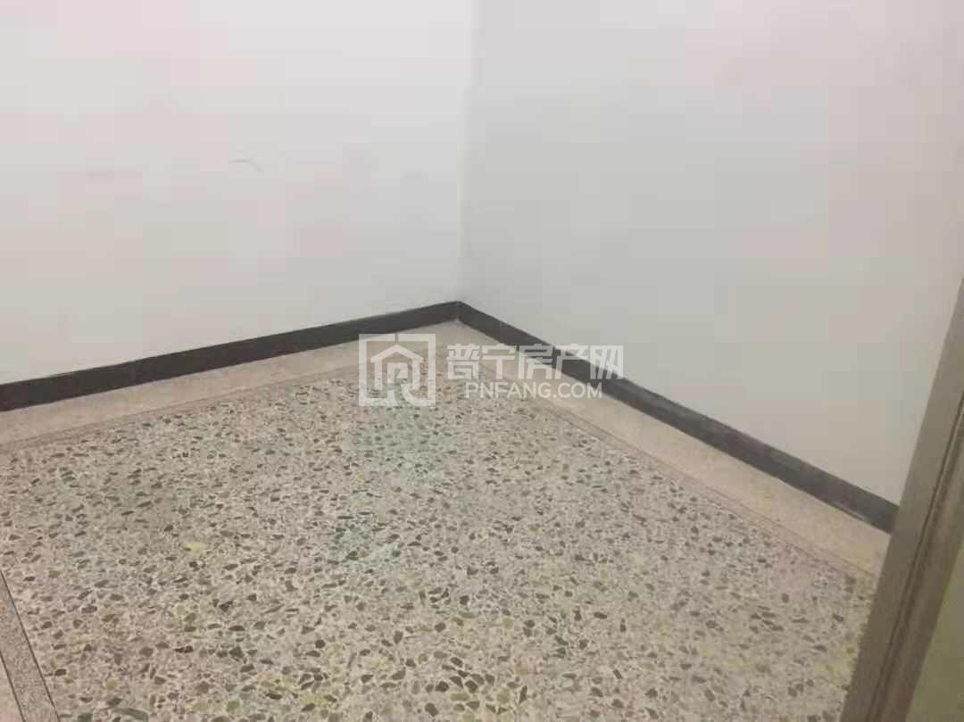 直主出租华西新城电梯楼4房2厅空房