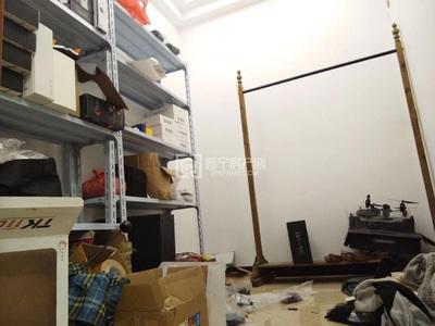 直主出租:华西新城电梯楼2房1厅带家私家电 ,年租14000