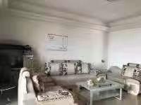 龙珠花园三房两厅,三面彩光,直揽商品城家私家电配套,月租金3000,拎包入住。