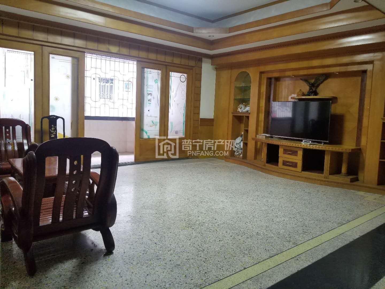 长春路附近,简装修,业主搬新楼,发财楼来出租。室内清点。无暗房