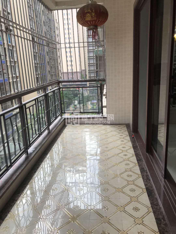 盛世华庭小区 190平大4房 高挡装修家私电齐 拎包入住 近万泰汇繁华地段