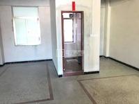 直主出租: 兰花下市金叶园附近电梯4楼,约240平年租2.5万,拆租1.3万